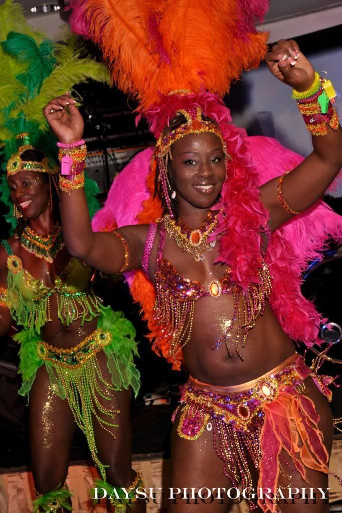 picture-carribean-island-girl-dancing